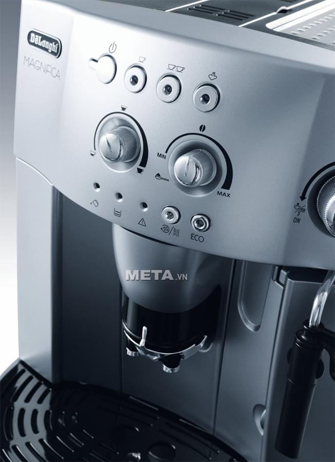 Bộ phận lọc của máy pha cà phê Delonghi ESAM4200.S có thể tháo rời.
