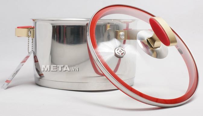 Xoong inox 304 Red Velvet 22cm 2355269 có độ sáng bóng cao, dễ vệ sinh.