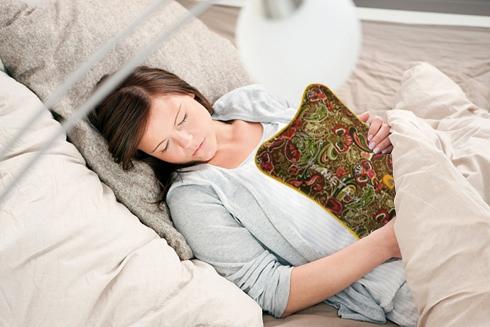 Túi chườm đa năng Hướng Dương được sử dụng để sưởi ấm khi ngủ