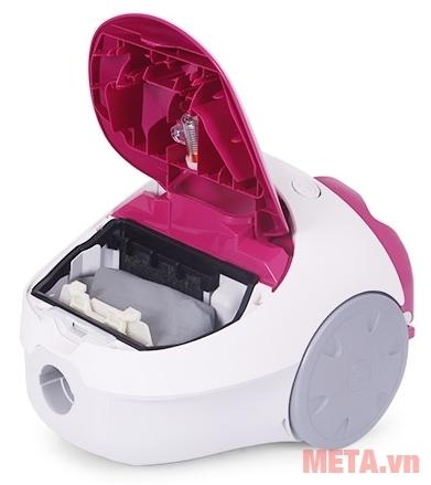 Máy hút bụi của Panasonic có khoang đựng túi chứa bụi giúp hút nhiều bụi hơn.