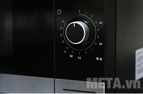Lò EMM2318X có bảng điều khiển dễ sử dụng.