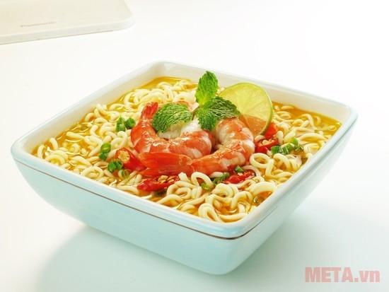 Hình ảnh minh họa của mì Omachi vị lẩu tôm chua cay.