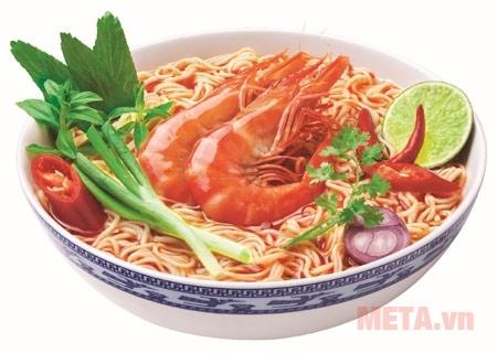 Hình ảnh minh họa của mì Omachi hương vị tôm chua cay.