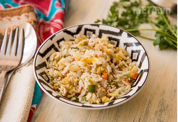 Gạo tám xoan Hải Hậu Thái Dương 5kg giúp bữa cơm gia đình ngon miệng hơn.