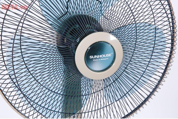 Quạt đứng Sunhouse SHD7631 với lồng quạt được đan chắc chắn.