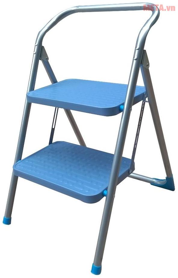 Thang ghế 2 bậc Advindeq ADS502 với bản bậc lớn giúp đứng thoải mái.