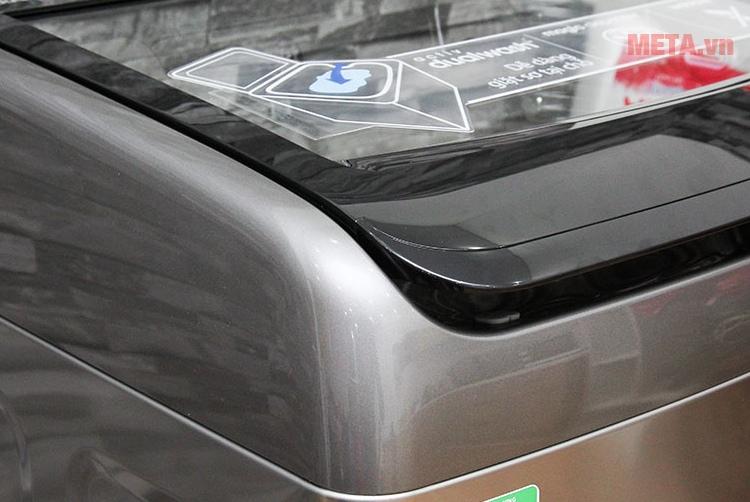 Máy giặt cửa trên Samsung 12kg WA12J5750SP với thiết kế vỏ ngoài sang trong, sáng bóng.