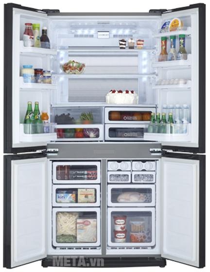 Tủ lạnh side by side 556 lít Sharp SJ-FX630V-ST chứa được lượng thực phẩm lớn.