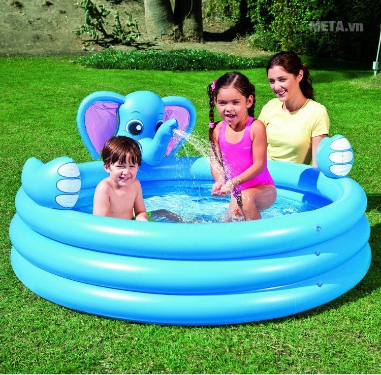 Bể phao 3 tầng hình voi (có vòi phun nước) Bestway 53048 giúp trẻ vui đùa thoả thích trong làn nước.