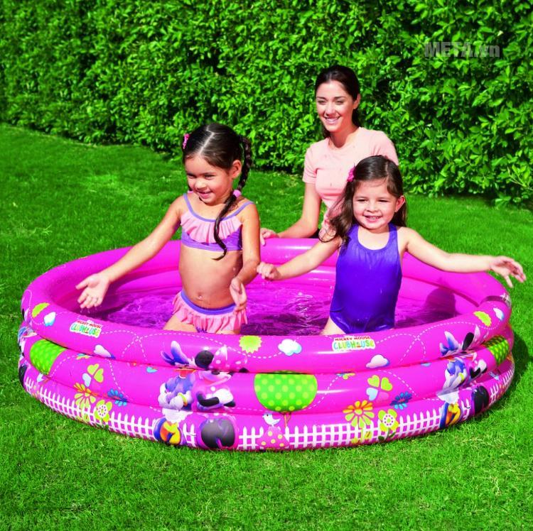 Bể phao bơi 3 tầng hình Micky Bestway 91036 giúp bé chơi đùa trong làn nước mát lạnh.