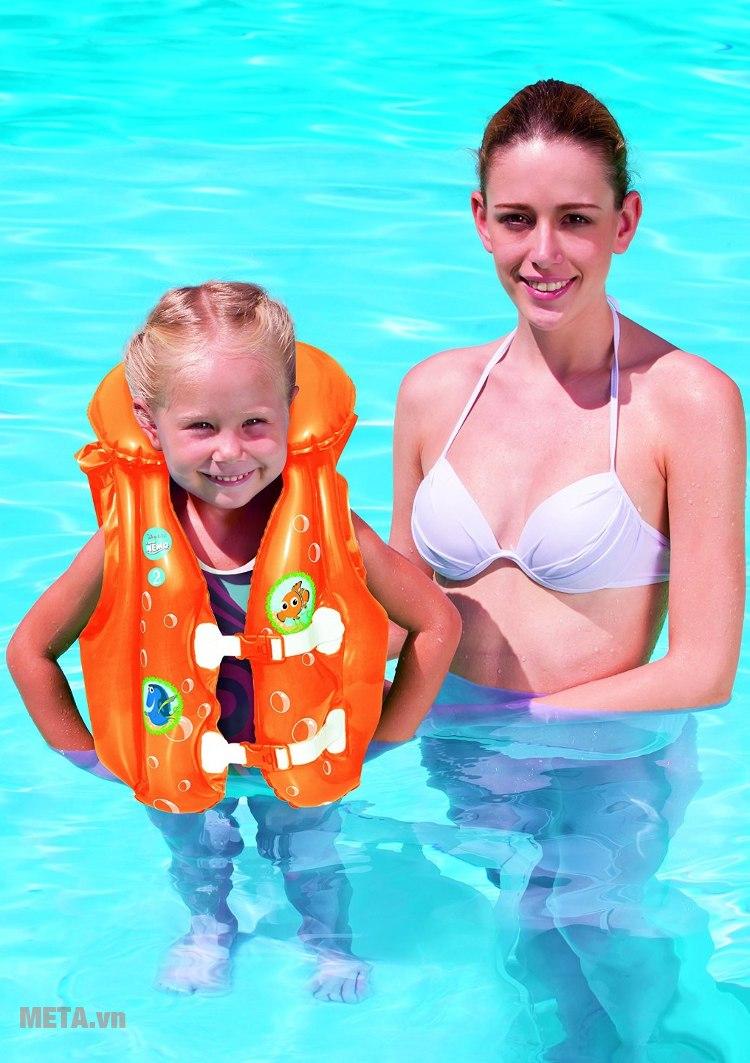 Áo phao cá vàng Nemo Bestway 91104 phù hợp cho trẻ từ 1 đến 3 tuổi.