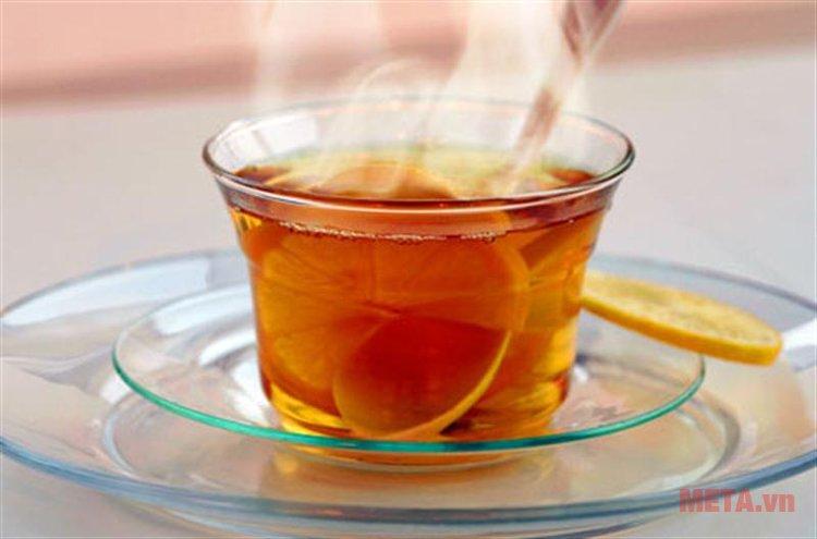 Thưởng thức ly trà chanh mật ong ấm nóng thật nhanh chóng với bình siêu tốc Philips HD9316.