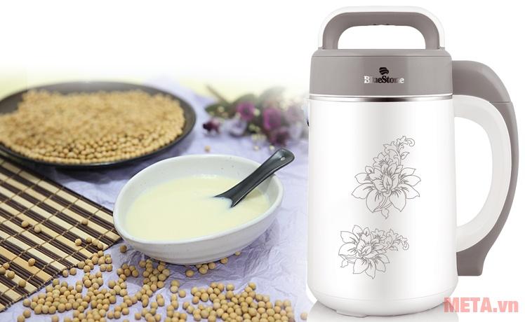 Máy làm sữa đậu nành BlueStone SMB-7328 giúp bạn pha những ly sữa đậu nhanh chóng.