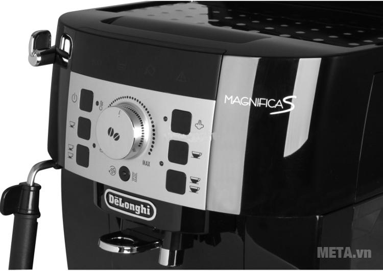 Máy pha cà phê Delonghi ECAM 22.110B với thiết kế màn hình hiện đại.