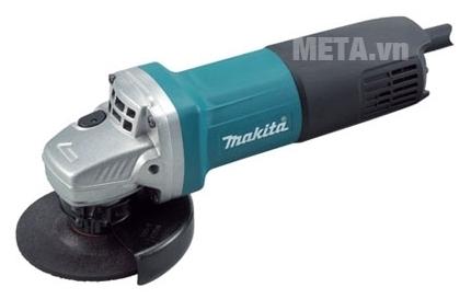 Máy mài góc Makita GA4040 có lớp vỏ máy cách điện an toàn.