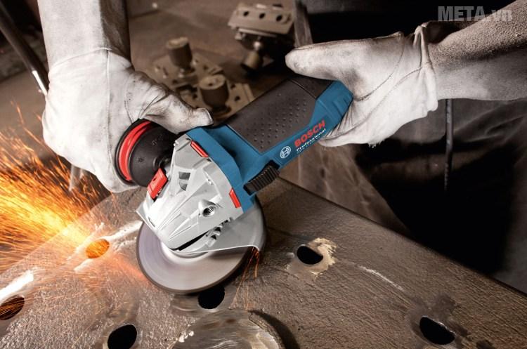 Máy mài góc Bosch GWS 17-125 CI đem đến năng suất cao trong công việc.