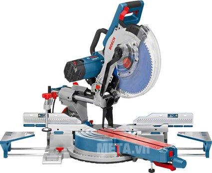 Máy cắt góc Bosch GCM 12 SDE dùng cắt gỗ và cắt kim loại.