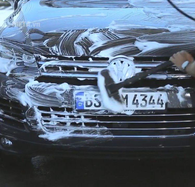 Hóa chất rửa xe Karcher có độ bọt cao.