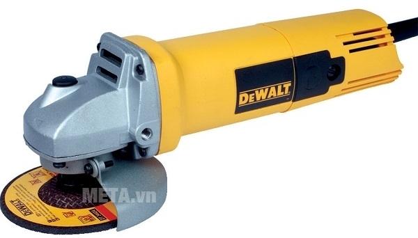 Máy mài góc 100mm 680W DeWalt DW810 dễ dàng điều khiển và kiểm soát những đường mài theo ý mình.