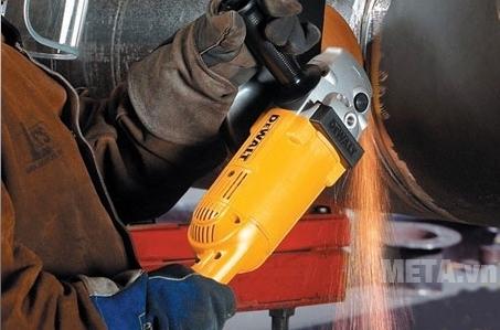 Máy mài góc 180mm 2.000W DeWalt D28491 có khả năng thoát nhiệt cao khi hoạt động.
