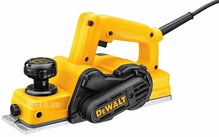 Máy bào cầm tay DeWalt D26676 với màu vàng sang trọng và mạnh mẽ.