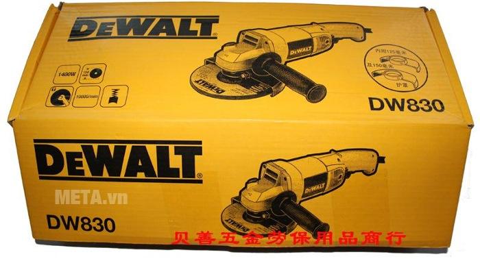Máy mài góc 125mm 1.400W DeWalt DW830 có hộp đựng bằng giấy.