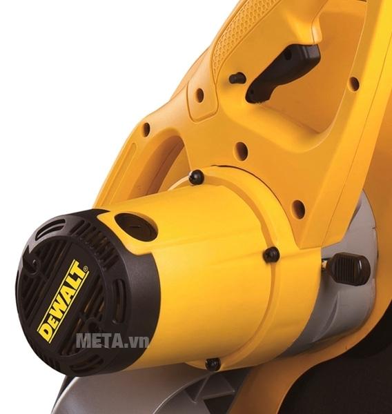 Máy cắt sắt DeWalt D28720 trang bị động cơ bền bỉ.
