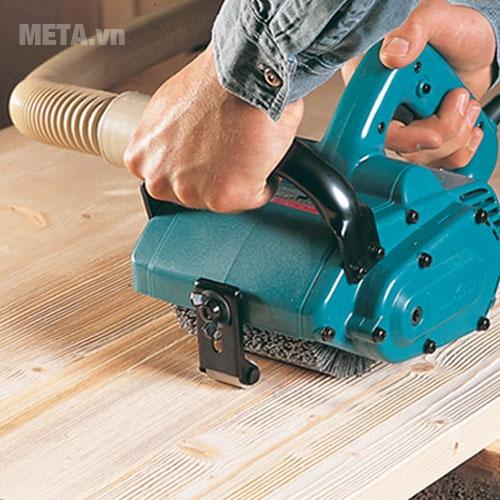 Máy chà nhám Makita 9741 dùng chà nhám gỗ.