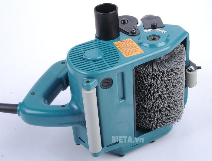 Máy chà nhám Makita 9741 thiết kế nút bật/tắt ngay dưới tay cầm nên dễ dàng điều chỉnh máy.