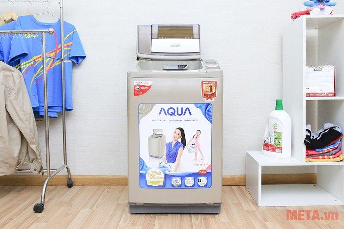 Máy giặt cửa trên 7kg Aqua AQW-U700Z1T có chức năng giặt nhanh, tiết kiệm thời gian.