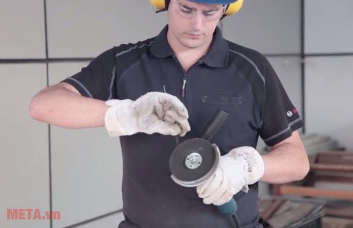 Máy mài góc Bosch GWS 8-125C thay đĩa mài cực nhanh.