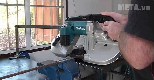 Máy cưa Makita 2107FK cắt được sắt tròn và sắt vuông