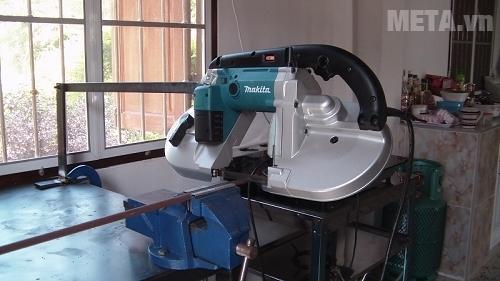 Máy cưa Makita 2107FK dùng cắt sắt