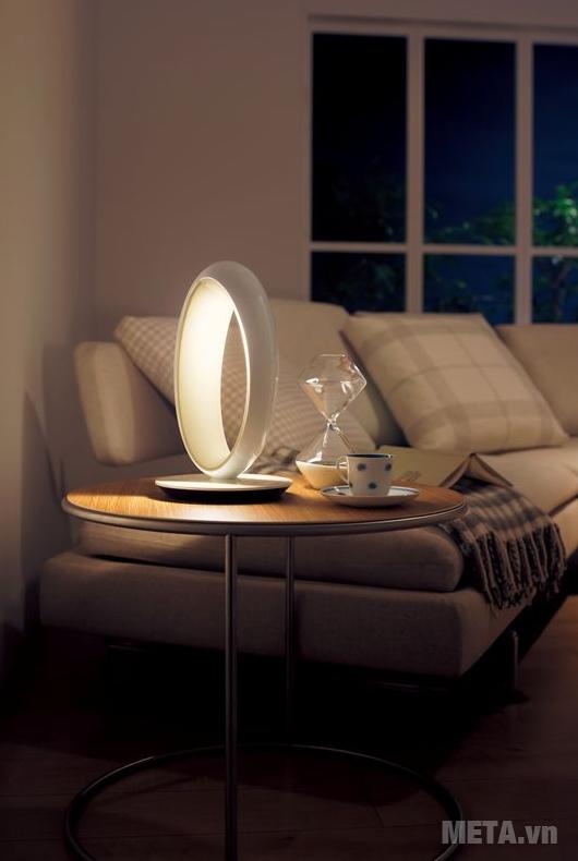Đèn bàn Led chống cận Panasonic SQ-L530 vừa dùng làm đèn chiếu sáng vừa như vật trang trí cho không gian sống của gia đình.