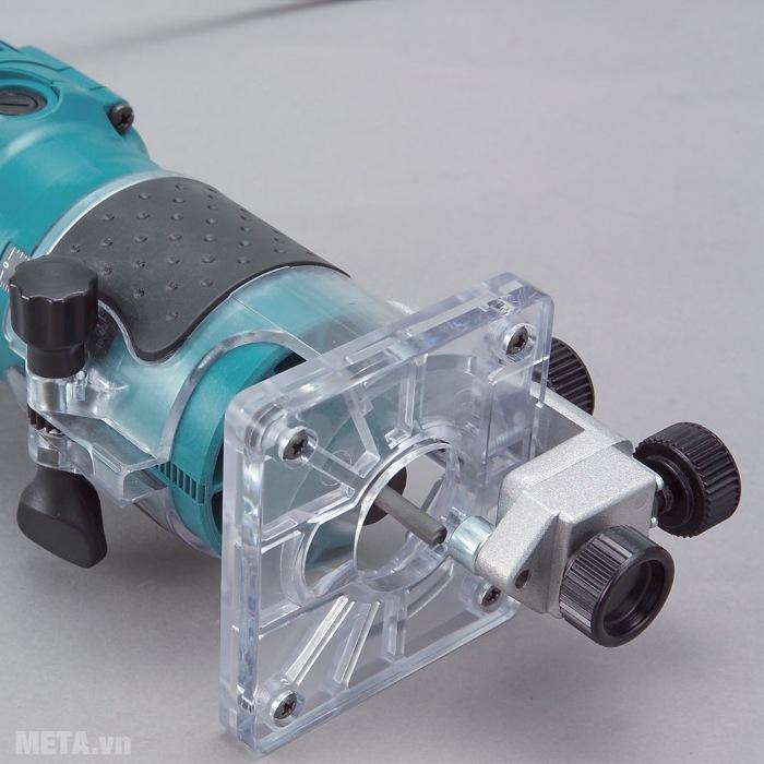 Máy soi Makita 3709 có lỗ thoát bụi có thể kết hợp với máy hút bụi để tránh gây ảnh hương đến môi trường làm việc.