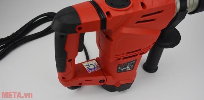 Máy khoan bê tông FEG EG-560 với tông màu đỏ nổi bật.