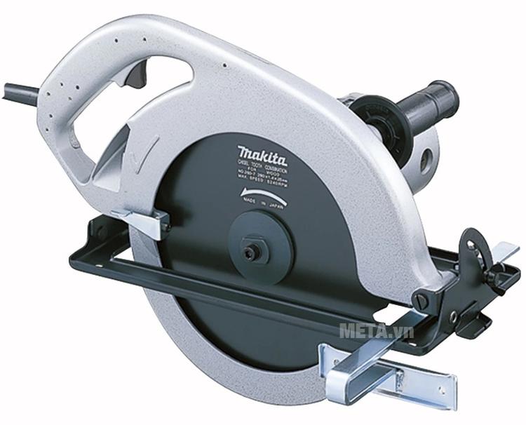 Máy cưa đĩa Makita 5201N có tay nắm phụ giúp điều khiển đường cắt chính xác.