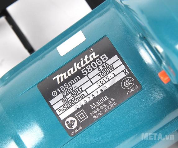 Máy cưa đĩa Makita 5806B có mô tơ mạnh hoạt động êm ngay cả khi cắt vật cứng.