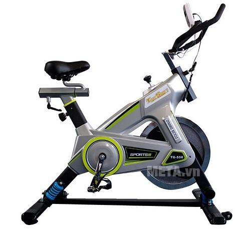 Xe đạp tập thể thao Tiger Sport Premium TGP-550 có màu bạc sang trọng.