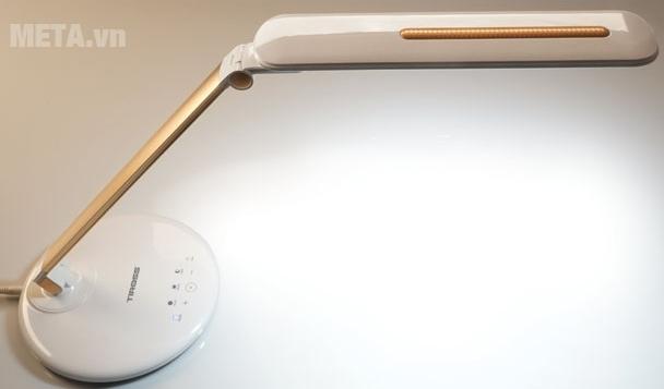 Đèn bàn Tiross TS1806 có thể điều chỉnh độ cao của đèn dễ dàng.