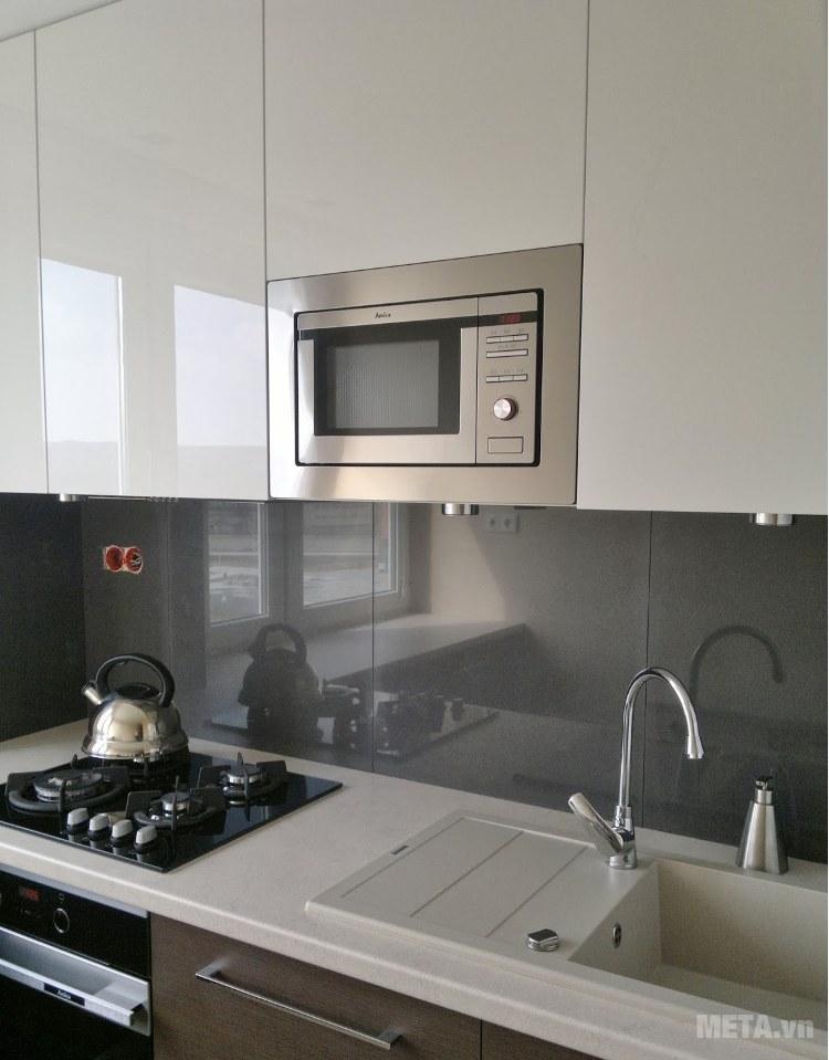 Lò vi sóng Amica AMM20BI đem đến sự hiện đại và sang trọng cho căn bếp của gia đình bạn.