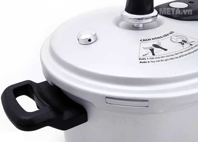 Nồi áp suất oxy hóa mềm Supor YH18N1 3,5 lít với thiết kế nắp gài chắc chắn.