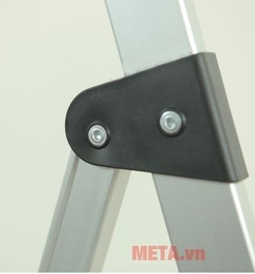 Thang nhôm ghế Hakachi HL-05R với khóa vít chắc chắn.