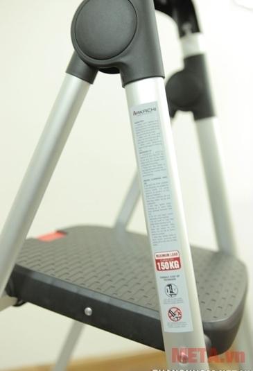 Thang nhôm ghế Hakachi HL-05R với thiết kế bản ghế rộng.