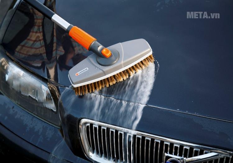 Đầu chổi rửa xe Gardena 05570-20/24 giúp thực hiện công việc hiệu quả.