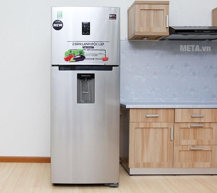 Tủ lạnh Samsung 380 lít RT38K5982SL/SV có bảng điều khiển phía trước ngăn đá.