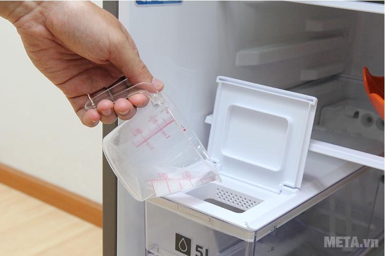 Tủ lạnh Samsung 380 lít RT38K5982SL/SV lấy nước bên ngoài.