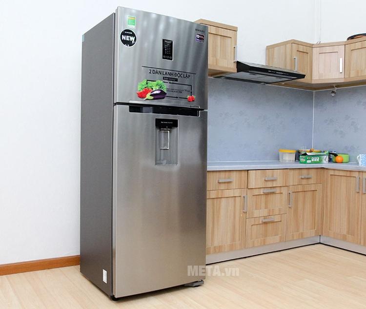 Tủ lạnh Samsung 380 lít RT38K5982SL/SV làm đá nhanh.