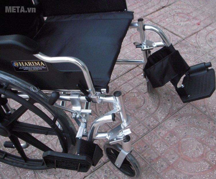 Xe lăn tay Harima W-HA-903LB với thiết kế chỗ để chân.