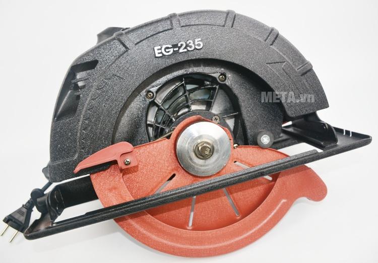Máy cưa tròn FEG EG-235 cầm thao tác rất đầm tay.